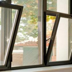 Otkidnye-plastikovye-okna.-Opisanie-spetsifiki-konstruktsii-250x250